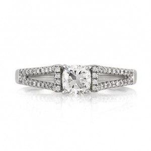 0.85ct Cushion Cut Diamond Engagement Ring